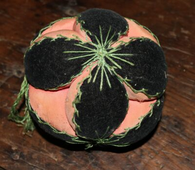 R-Puzzle Ball Hand dyed wool by Blackberry Primitives